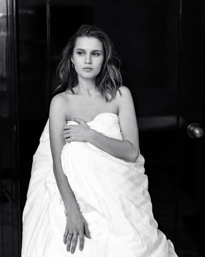 Дарья Мельникова фото с одеялом