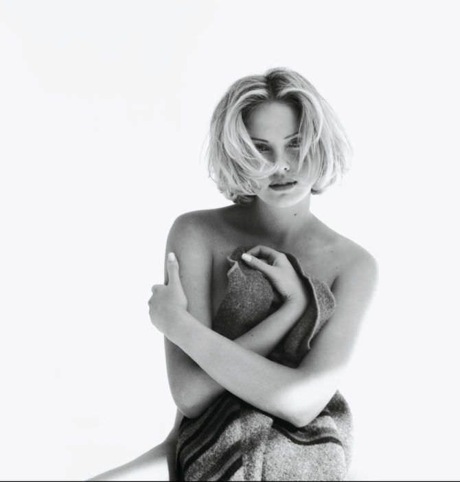 Шарлиз Терон фотография в молодости с покрывалом