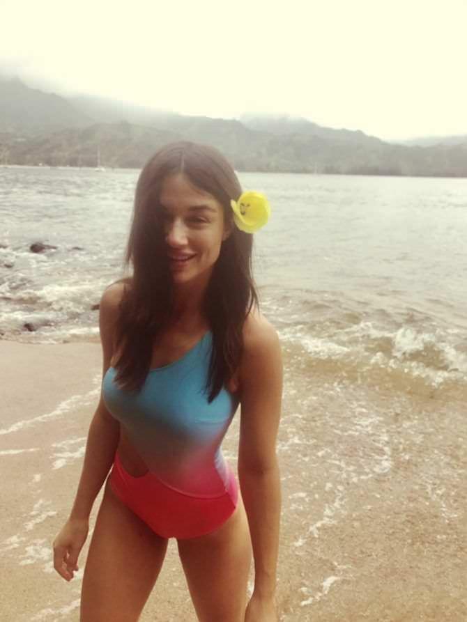 Кристал Рид фотография на пляже