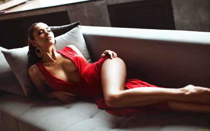 Хельга Ловкейти фото в красном платье