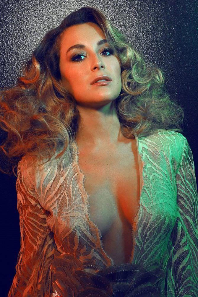 Алекса Вега фотография в красивом платье