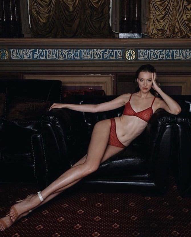 Мария Миногарова фото в красном белье