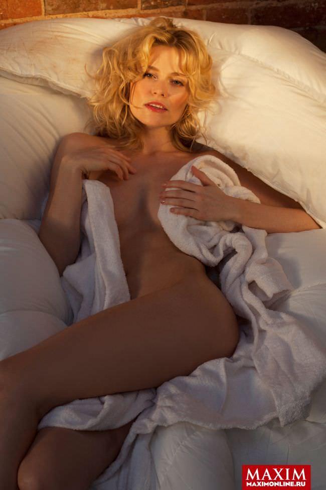Елена Чернявская фотография в постели для журнала