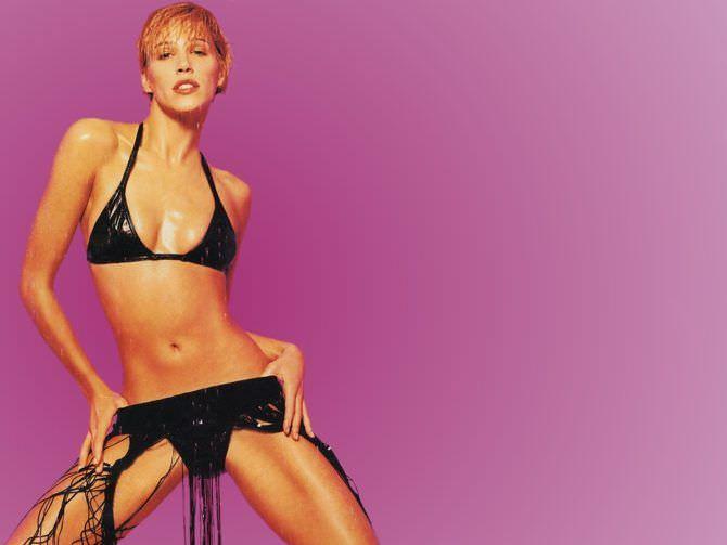 Эмма Сьоберг фотография в молодости в бикини