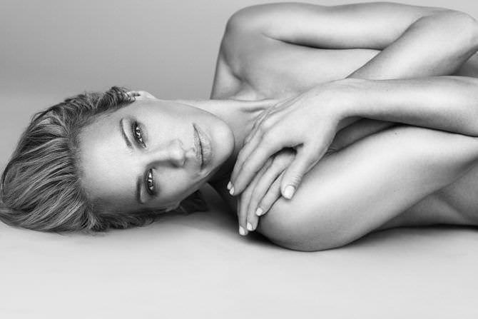 Эмма Сьоберг чёрно-белое фото