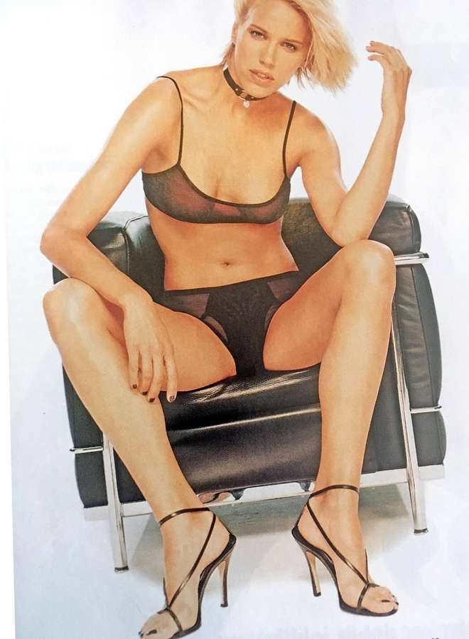 Эмма Сьоберг фотография в нижнем белье