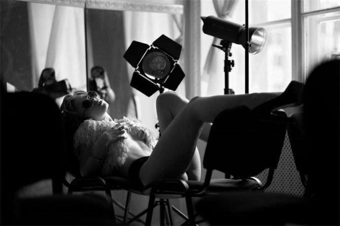 Анна Кошмал фотография в белье и накидке