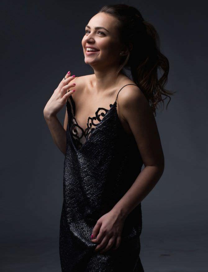 Катрин Асси фотография в красивом платье