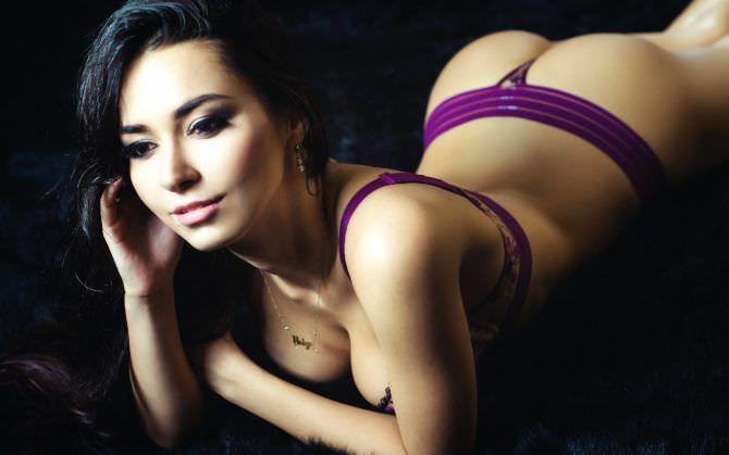 Хельга Ловкейти фото в фиолетовом белье