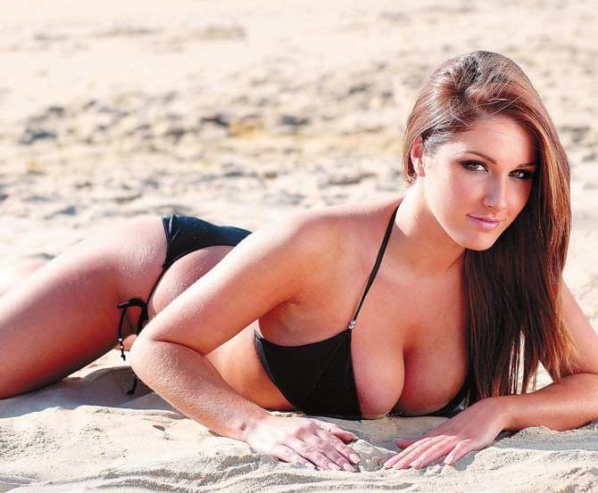 Люси Пиндер фото на пляже 2009