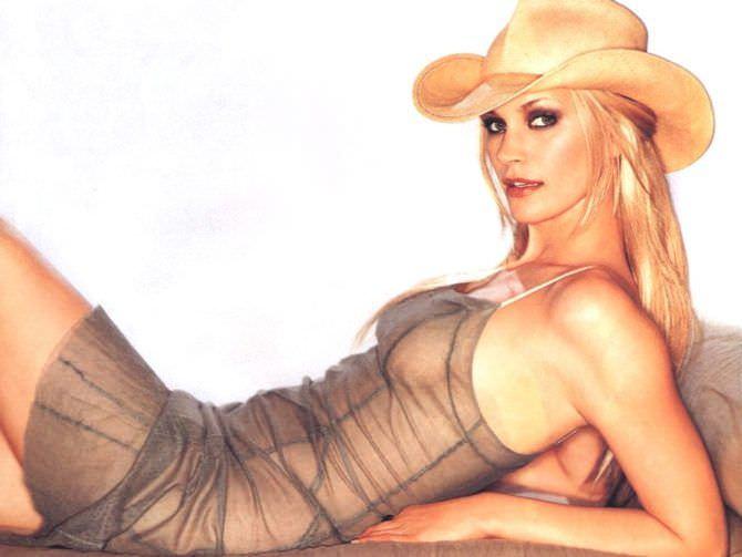 Наташа Хенстридж фото в платье и шляпе