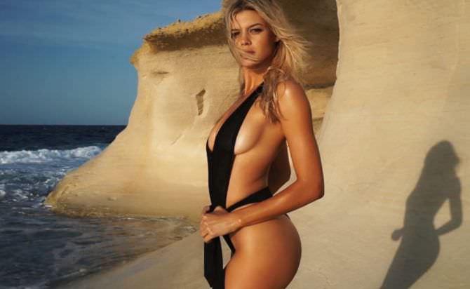 Келли Рорбах фото в купальнике из шарфа