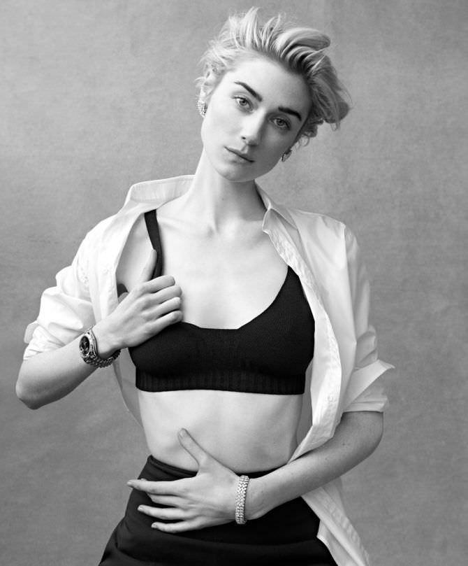Элизабет Дебики чёрно-белое фото в журнале