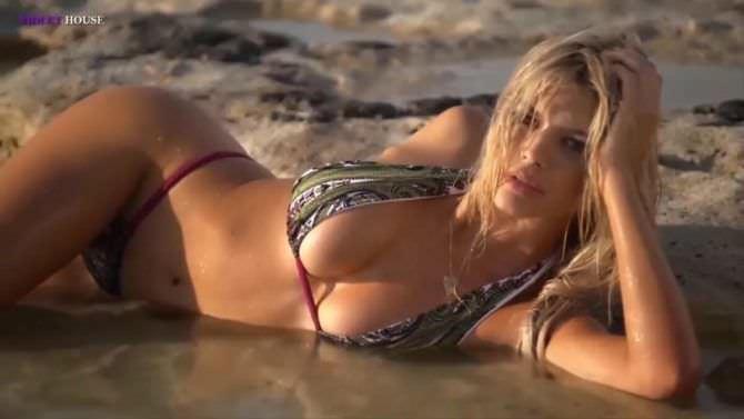 Келли Рорбах фото для журнала на пляже