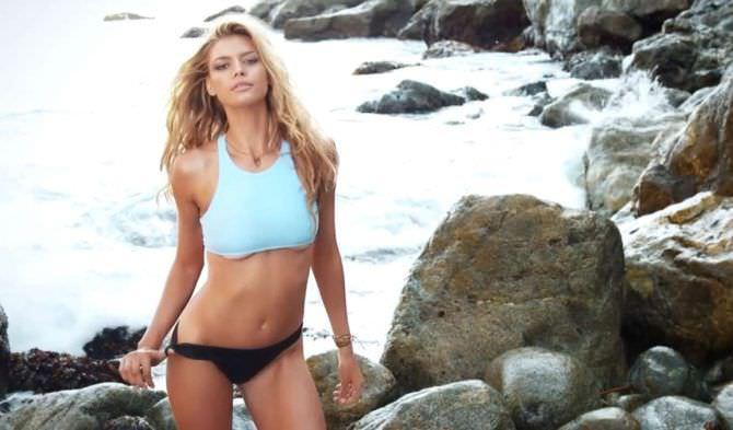 Келли Рорбах фотография в купальнике на пляже