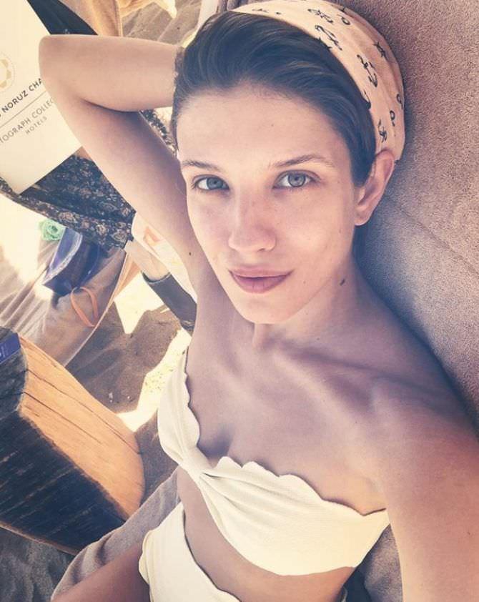 Анна Чиповская фотография на пляже в купальнике