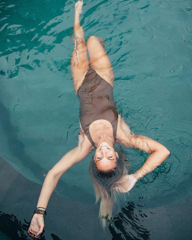 Юлия Ефимова фото в коричневом купальнике