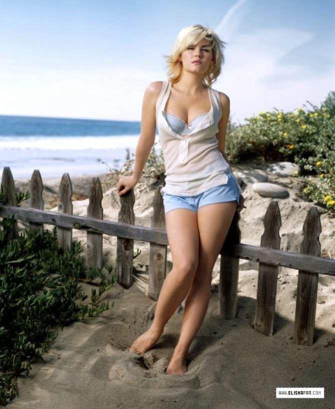 Элиша Катберт фотография в коротких шортах