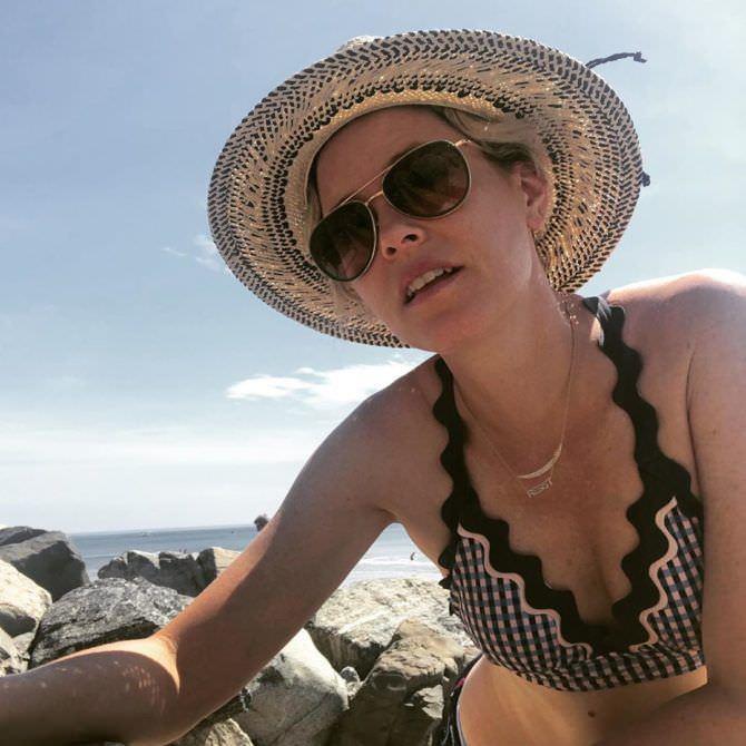 Элизабет Бэнкс фото в очках и шляпе