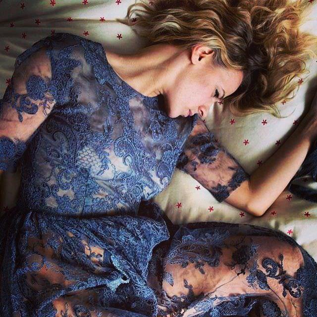 Александра Ребенок фотов кружевном платье