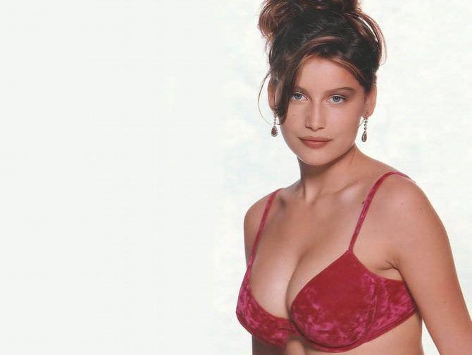 Летиция Каста фотов красном нижнем белье