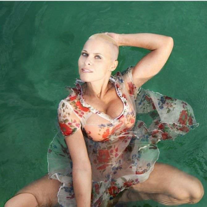 Марина Вовченко фотография в шёлковом платье