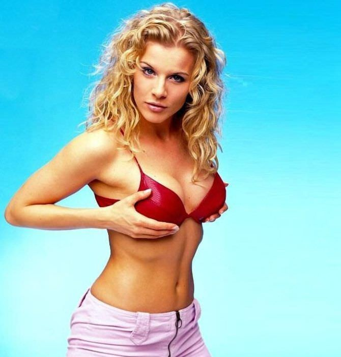 Ева Хаберманн фотография в красном бикини