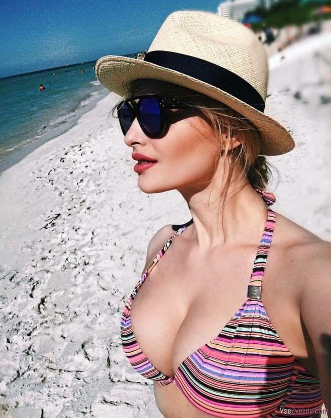 Татьяна Котова фото в полосатом бикини
