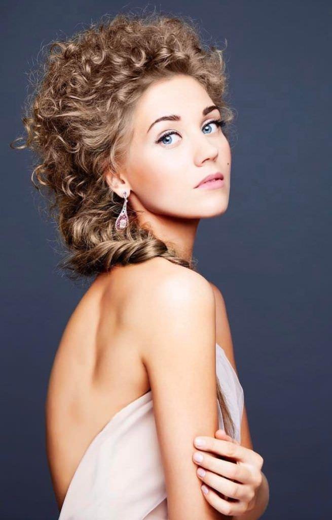 Кристина Асмус фото с красивой причёской
