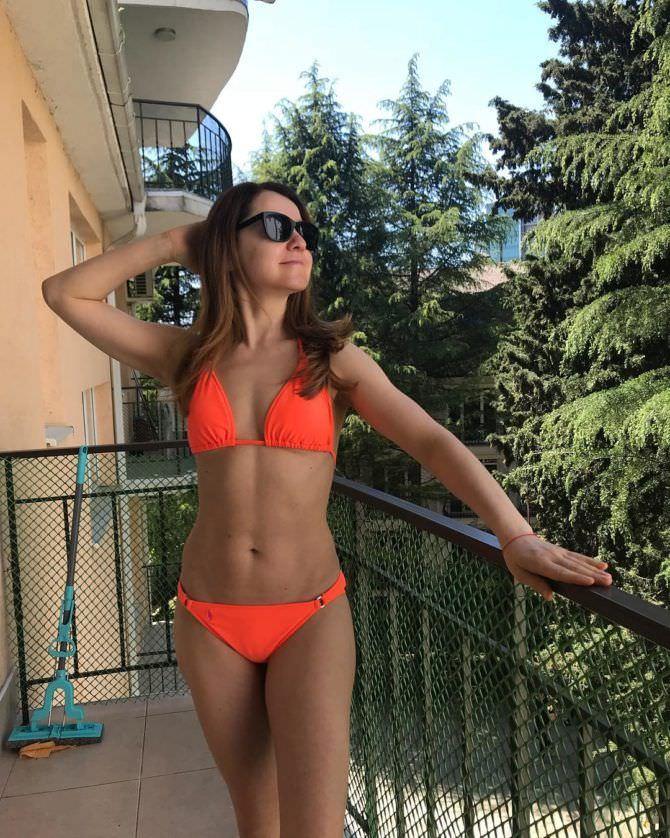 Валентина Рубцова фото в оранжевом бикини
