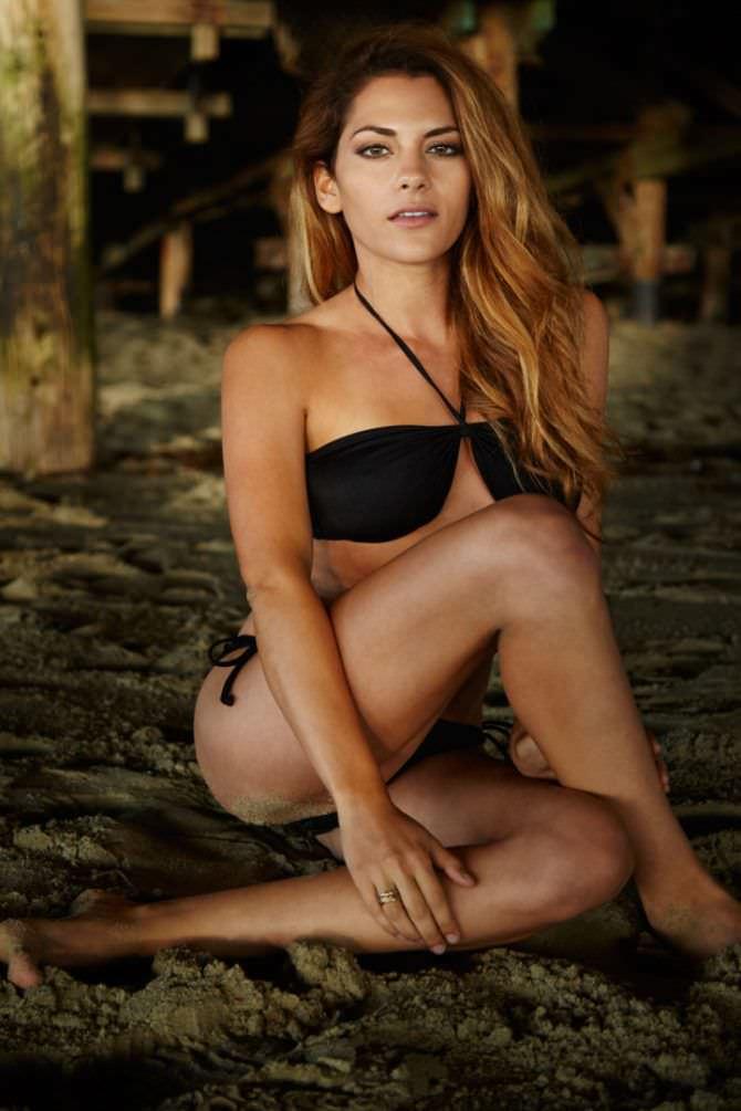 Инбар Лави фото в чёрном купальнике