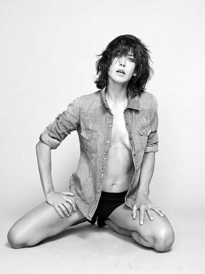 Софи Марсо фотография в рубашке и плавках