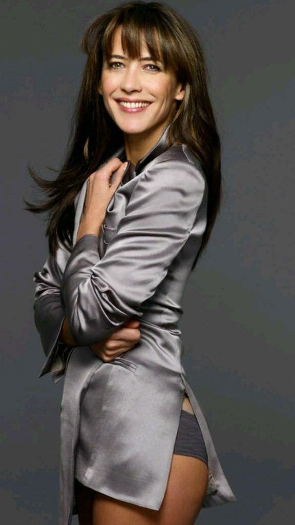 Софи Марсо фото в блестящей блузке