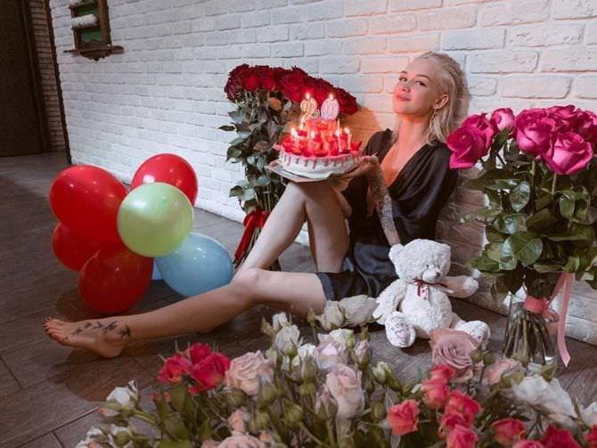 Диана Шурыгина фото в халате с цветами