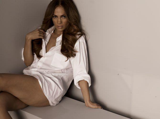 Дженнифер Лопес фотография в белой рубашке
