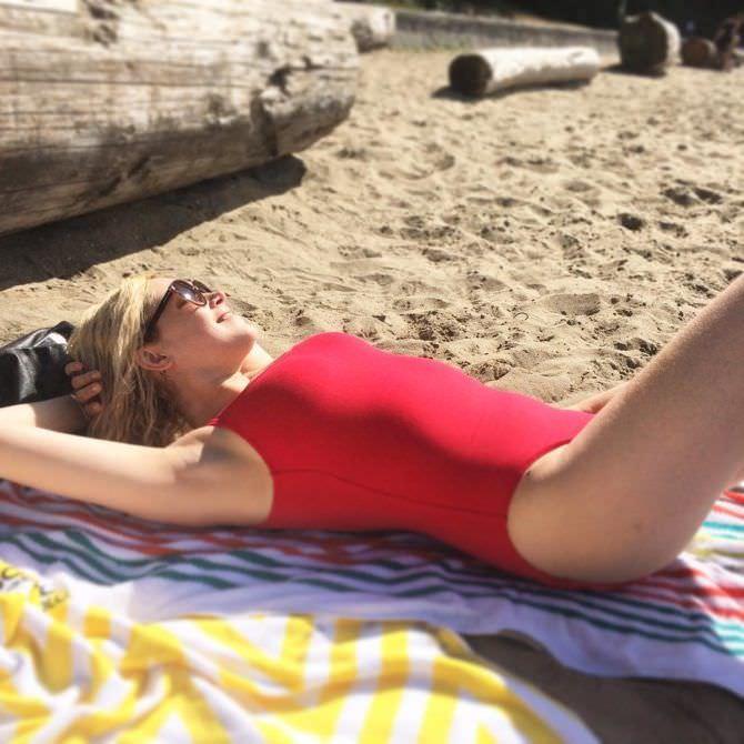 Eliza Scanlen  nackt