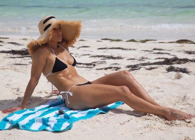 Дженнифер Лопес фото в бикини