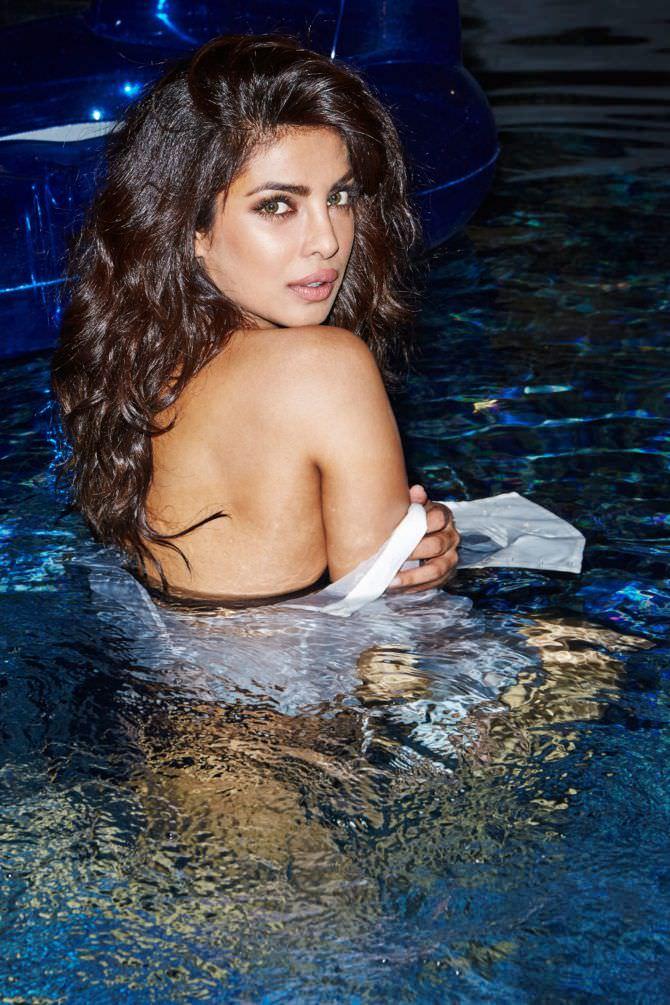 Приянка Чопра фотосессия в бассейне