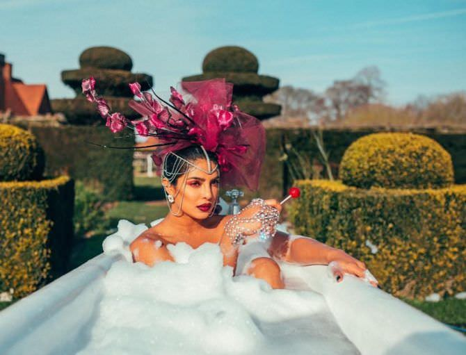 Приянка Чопра фотография в ванне с пеной