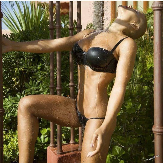 Марина Вовченко фото в чёрном купальнике