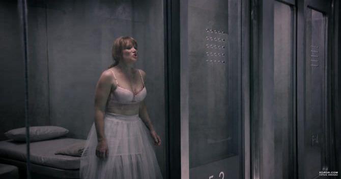 Брайс Даллас Ховард кадр из фильма в платье