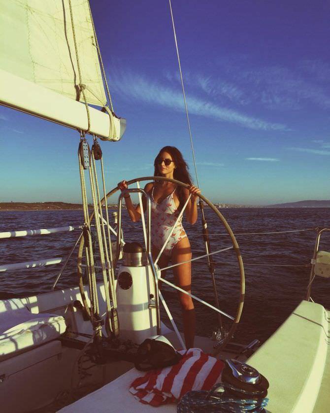 Дженезис Родригез фотография на яхте
