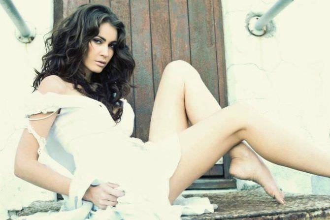Танит Феникс фото в белом платье
