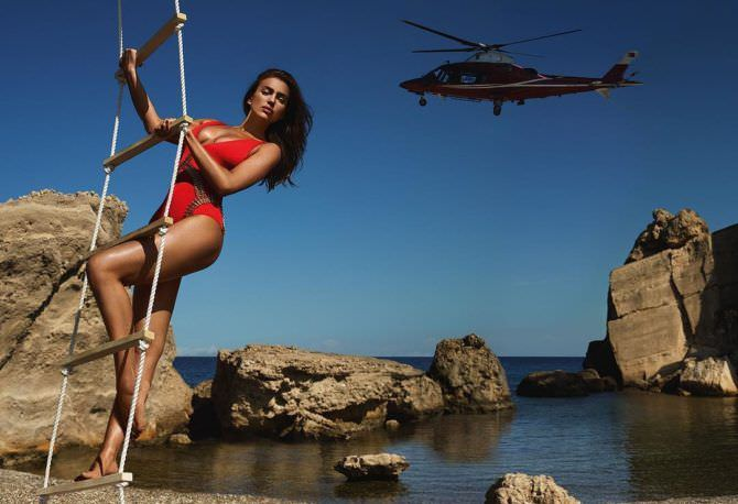 Ирина Шейк фотография с вертолётом
