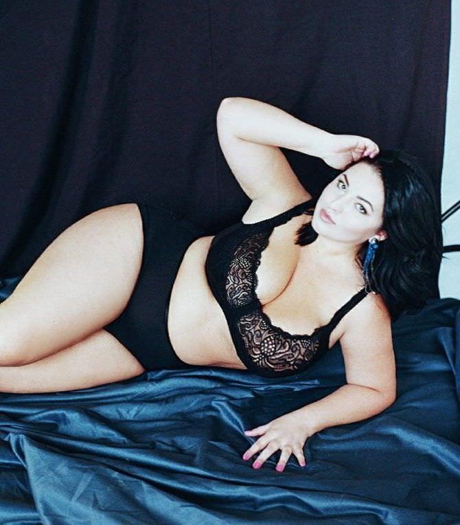 Рима Пенджиева фотография в чёрном нижнем белье