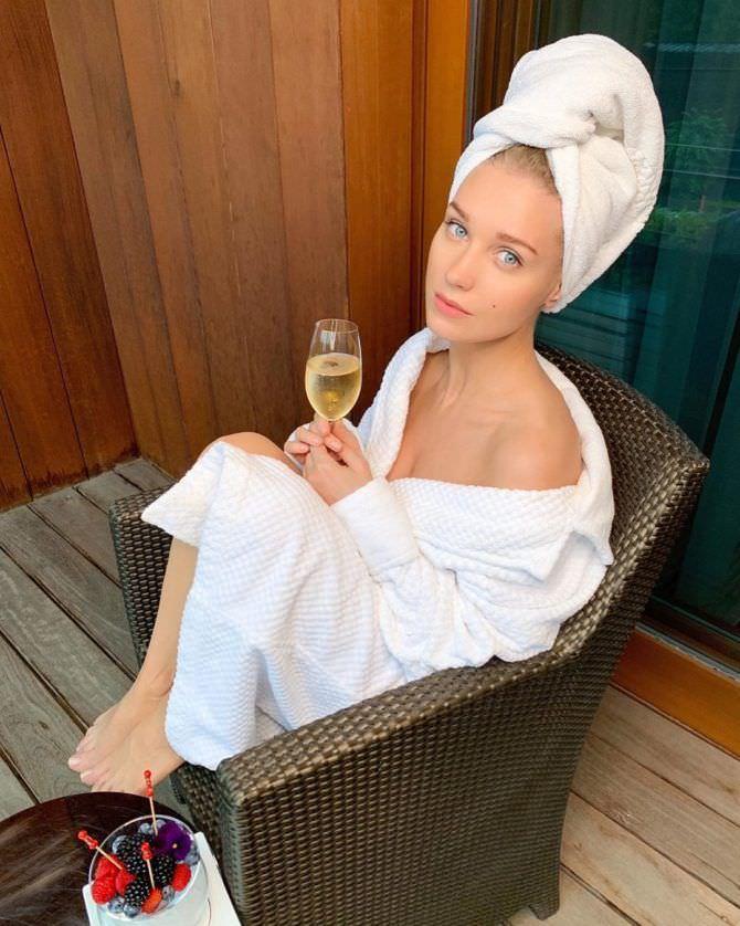 Кристина Асмус фотография в халате