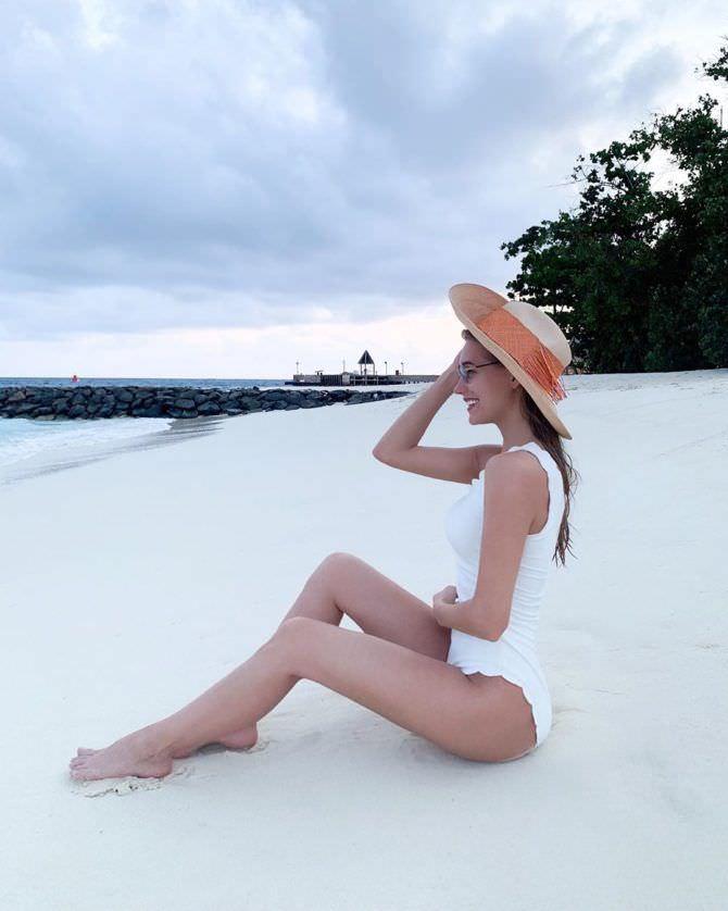 Кристина Асмус фото в белом купальнике