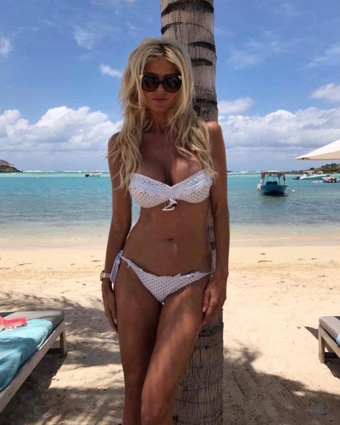 Виктория Сильвстедт фото на пляже в инстаграм