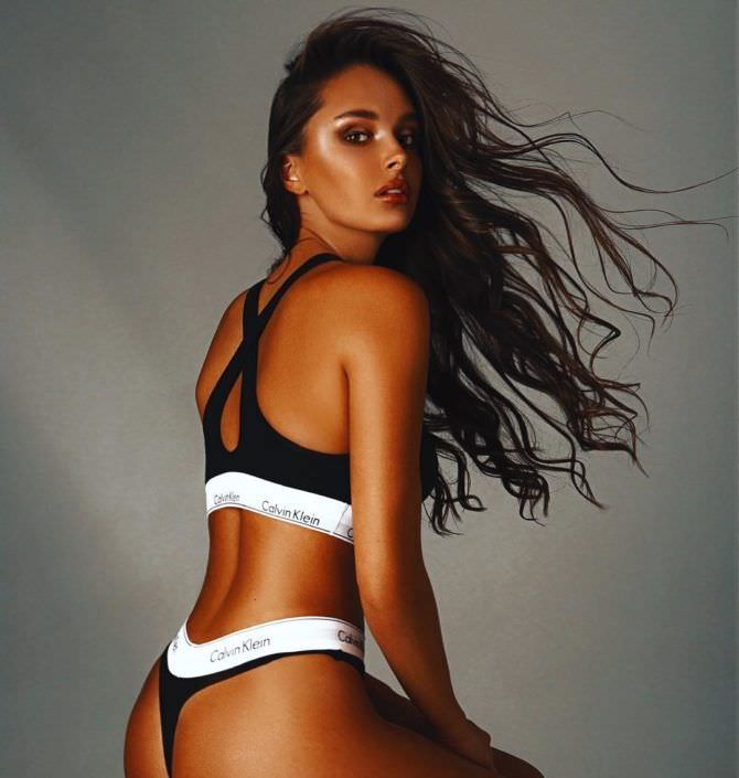 Каролина Севастьянова фотография в спортивном купальнике