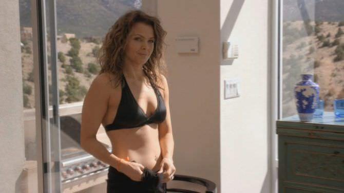Дина Мейер кадр из фильма в купальнике